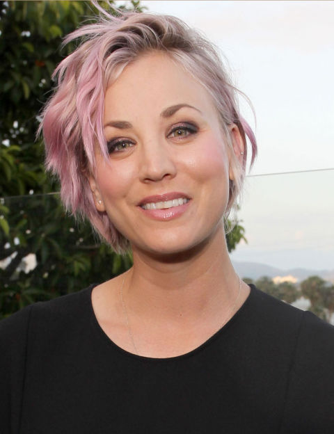 mcx-pink-hair-kaley-cuoco